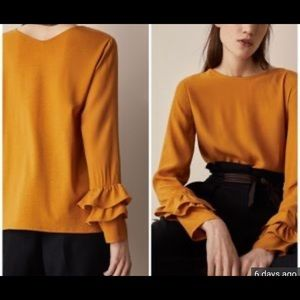 Blouse with flouncy sleeves